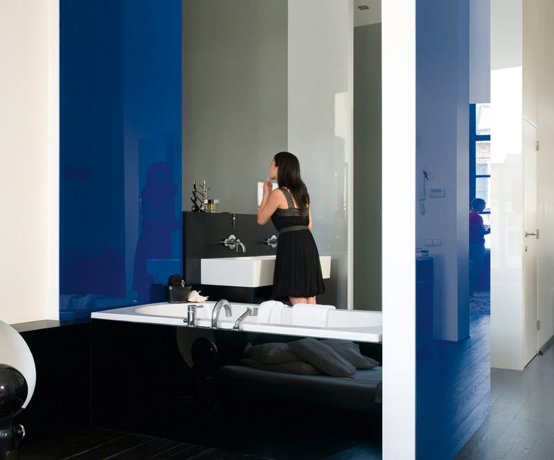 krakow-szklo-kolorowe-lazienka-niebieski