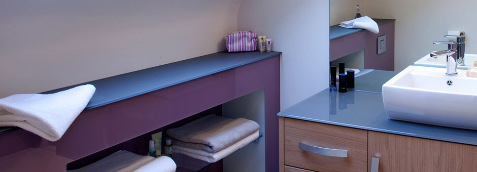 lacobel niebieski polka lazienka - Kolorowe szkło (Lacobel) w łazience