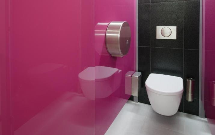 szklo kolorowe lazienka krakow ubikacja - Kolorowe szkło (Lacobel) w łazience