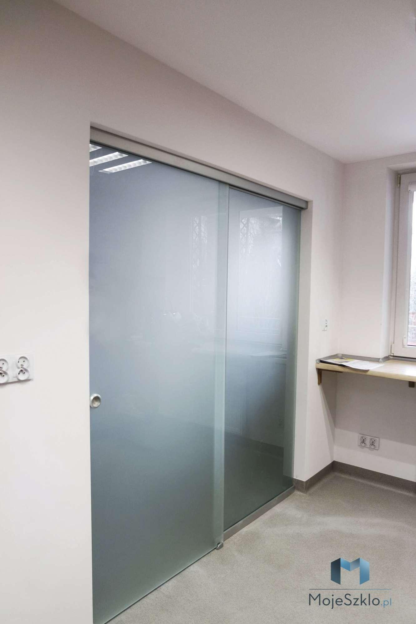Drzwi Przesuwne Z Elementem Stalym - Drzwi przesuwne. Szklane drzwi na wymiar