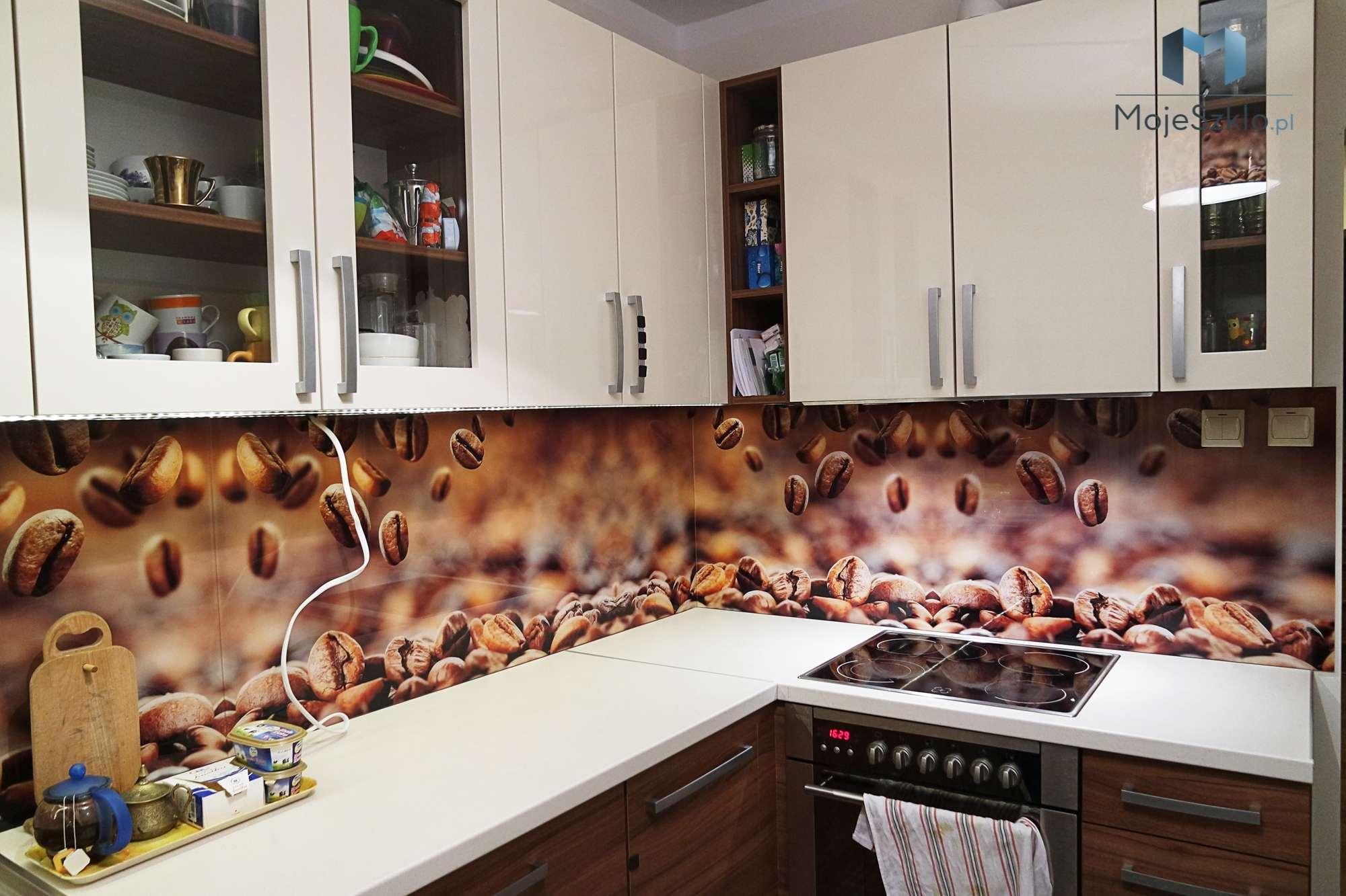 Grafika Na Szkle Kuchnia Kawa - Lacobel w kuchni o odcieniach brązu i beżu