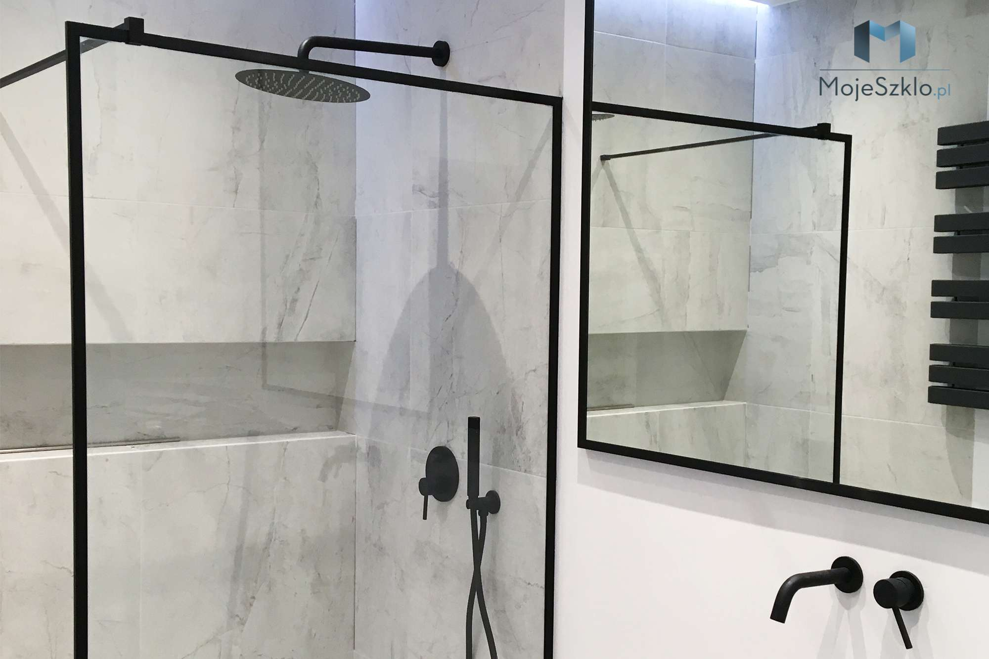 Kabina Prysznicowa W Czarnej Ramie - Lustro w ramie I Ramy aluminiowe, drewniane, lustrzane