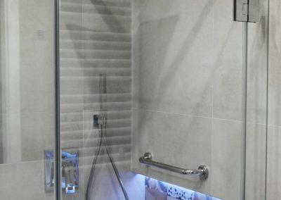 Kabina Prysznicowa Z Wycieciemm Czyzyny