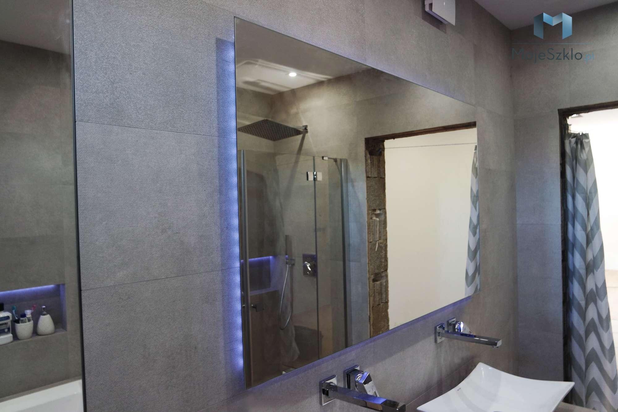 Lustro Z Oswietleniem Poswiata - Złota kabina prysznicowa. Kabina w złotych okuciach