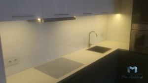 Panele-Szklane-Lacobel-Kuchnia-Lakobel-Czysta-Biel-9003-Hurtownia-Szkla