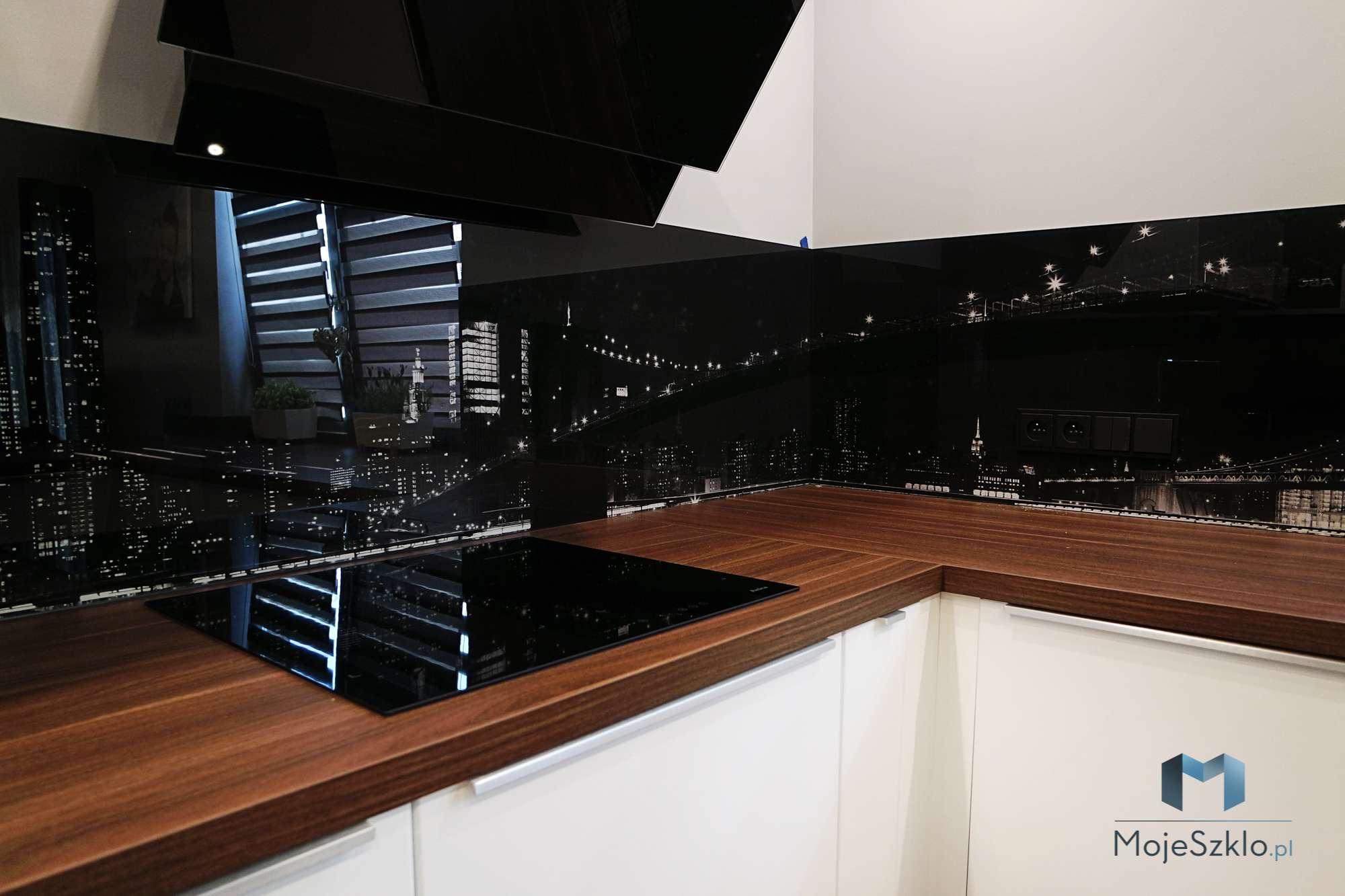 Szklo Hartowane Do Kuchni Plaszow - Czarny lacobel w nowoczesnej kuchni